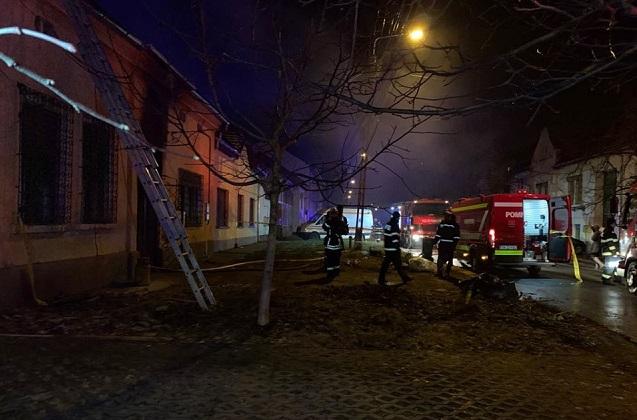 pompieri, foc